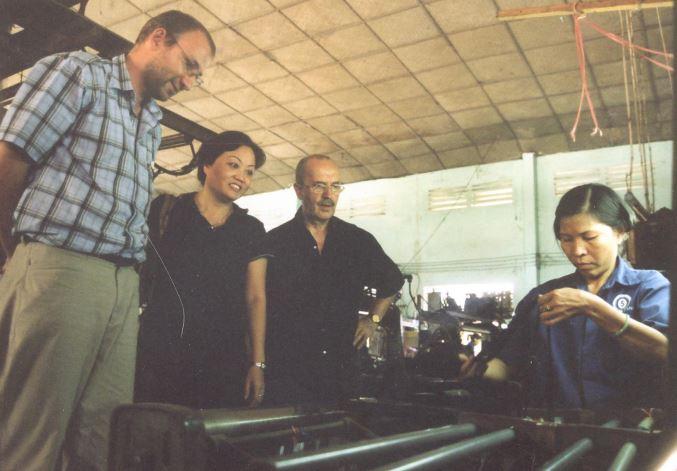 IK experts in Vietnamese textile company